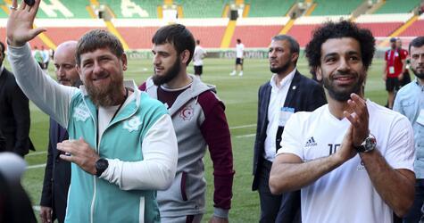 WM 2018 - Kadyrow  und Ägypten-Star Salah grüßen Fans