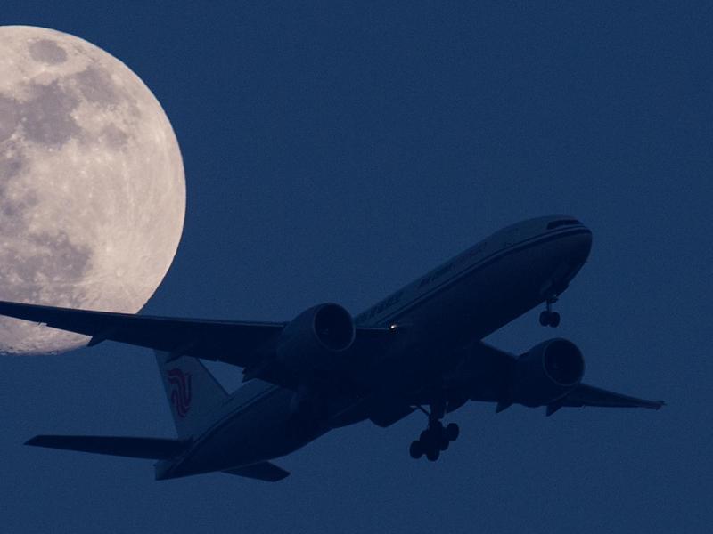 Bild zu Landeanflug bei Nacht