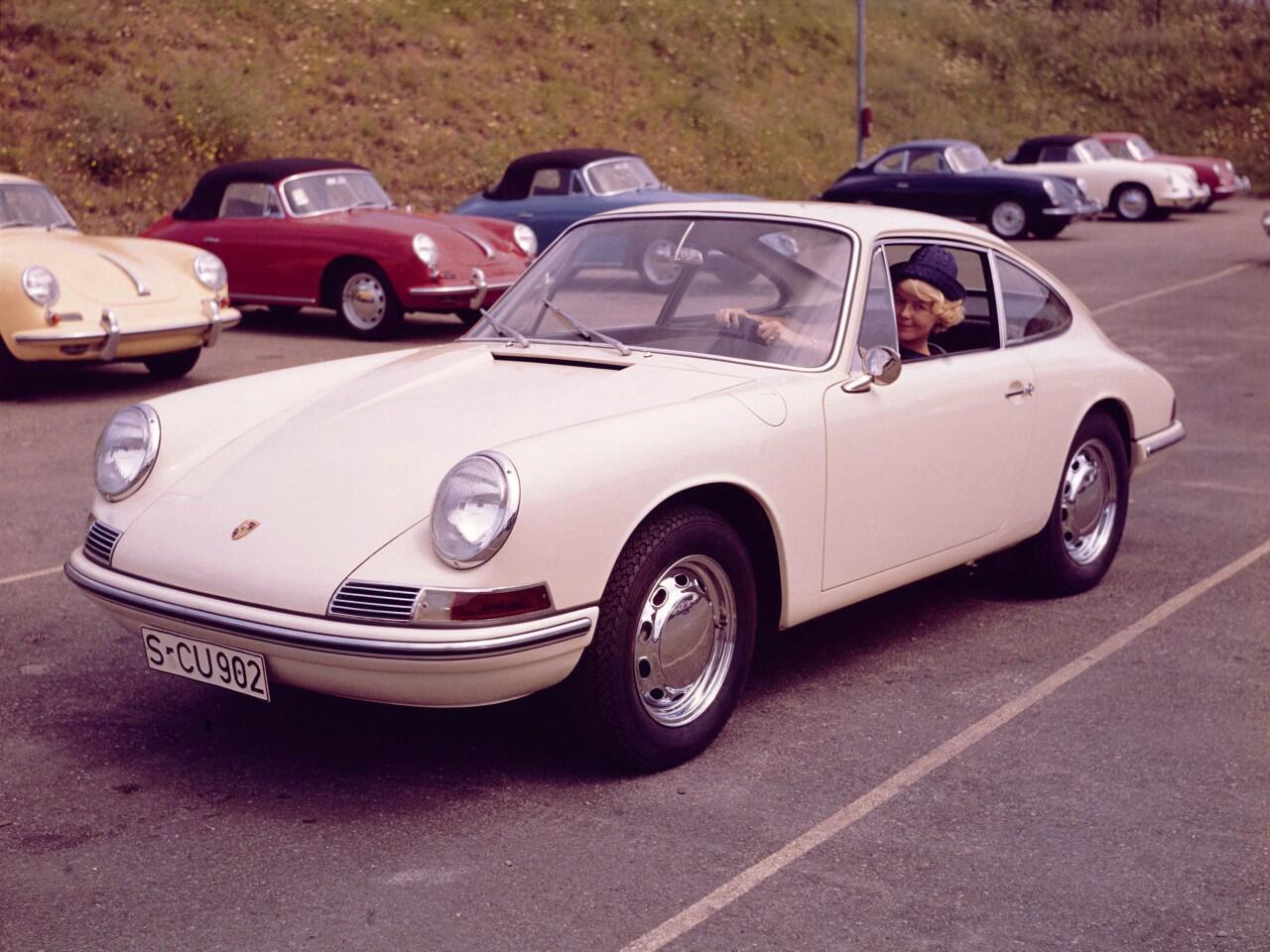 Bild zu Schon damals ein extrem heißer Feger: Die Sportwagen-Ikone Porsche 911