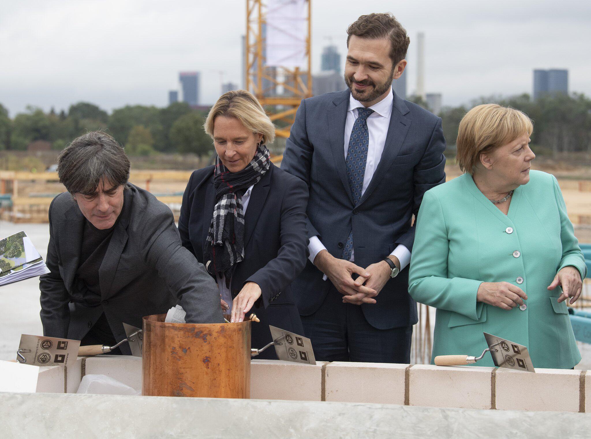 Bild zu Foundation stone laid for new DFB Academy