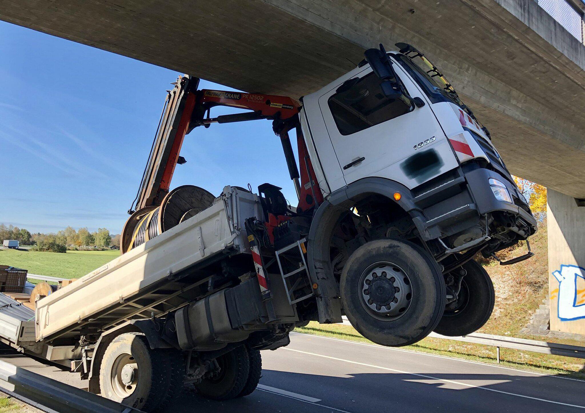 Bild zu LKW Unfall Bichl