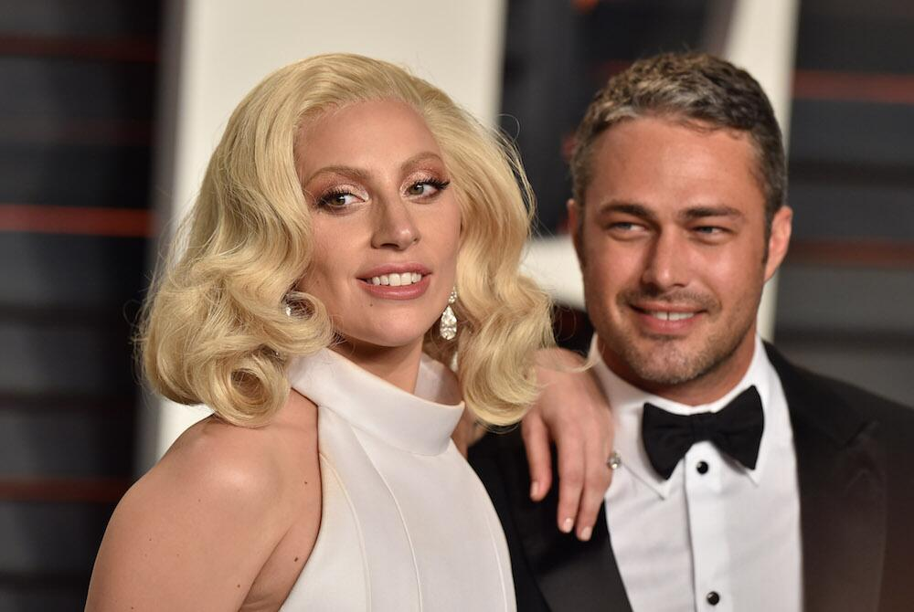 Bild zu Lady Gaga und Taylor Kinney bei der Vanity Fair Oscar Party in Los Angeles