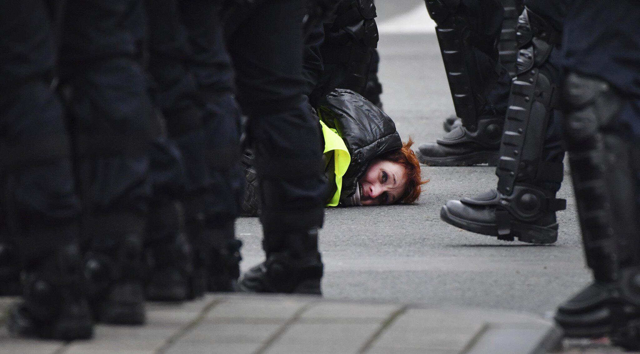 Macron hebt Mindestlohn um 100 Euro an