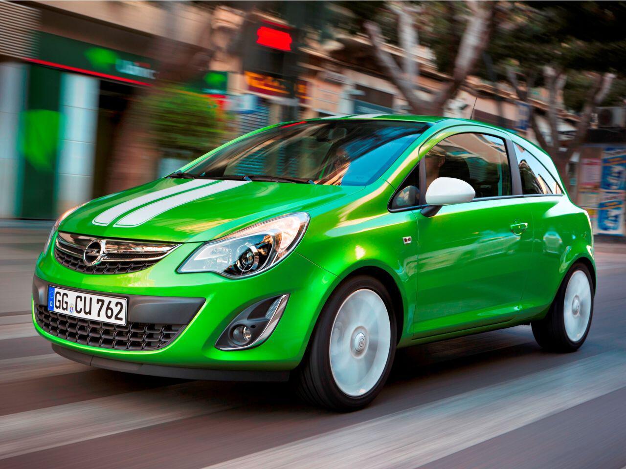Bild zu Opel Corsa-Rückruf: Eine rostende Motorhaube ist das Problem