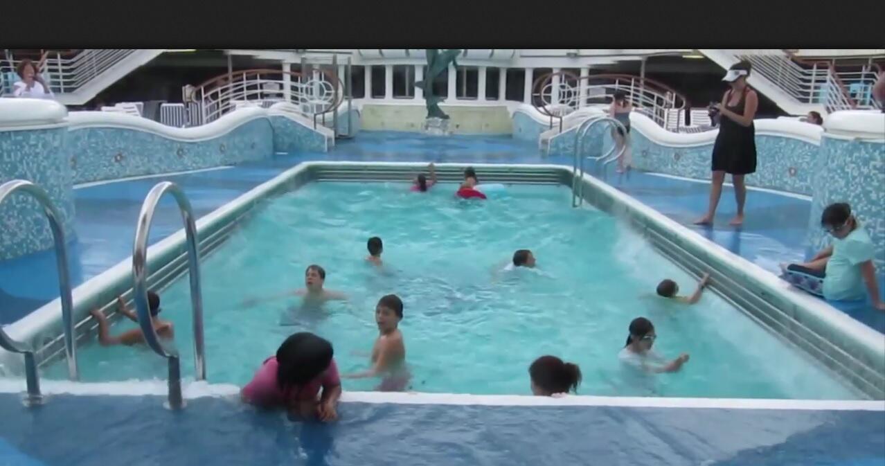 Bild zu Badespaß im Wellenbad