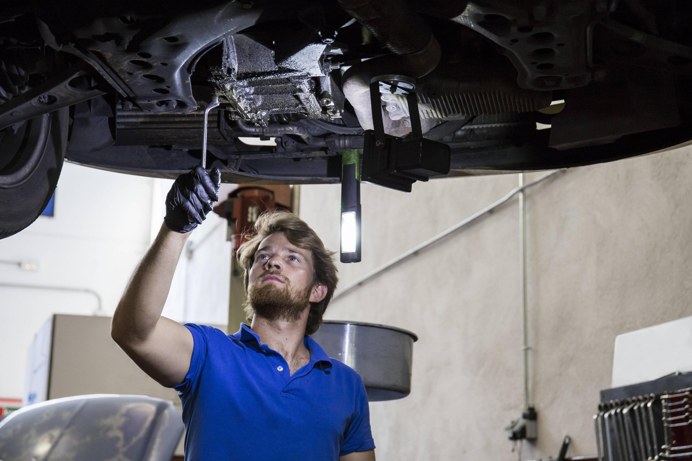 Nackt auto reparieren