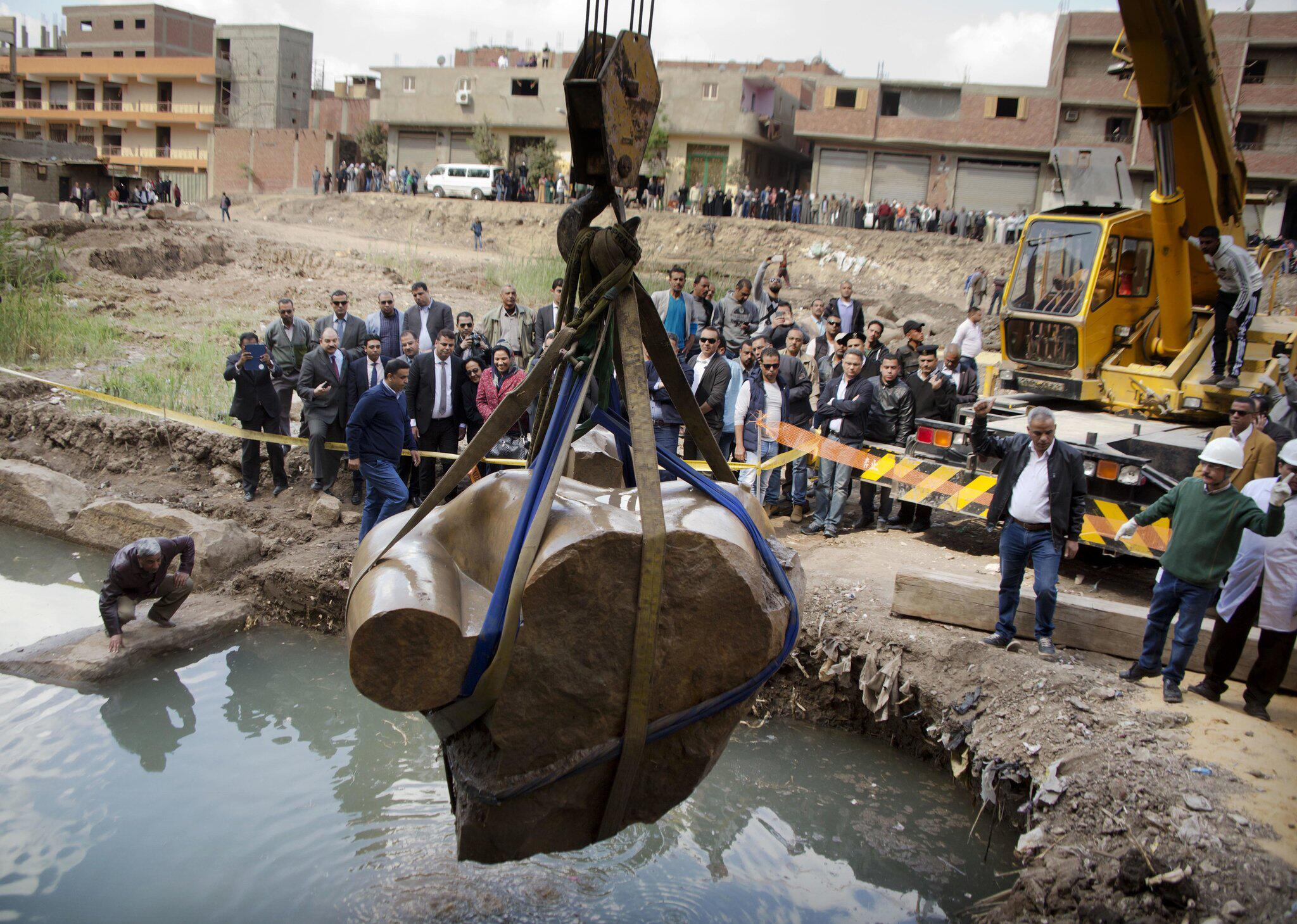 Bild zu Bergung Ramses-Statuein Kairo