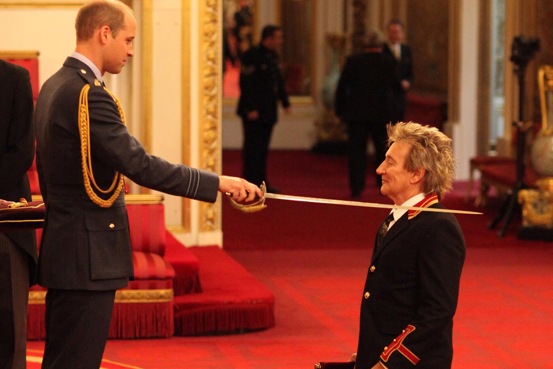 Bild zu Prinz William, Sir Rod Stewart, Buckingham Palace
