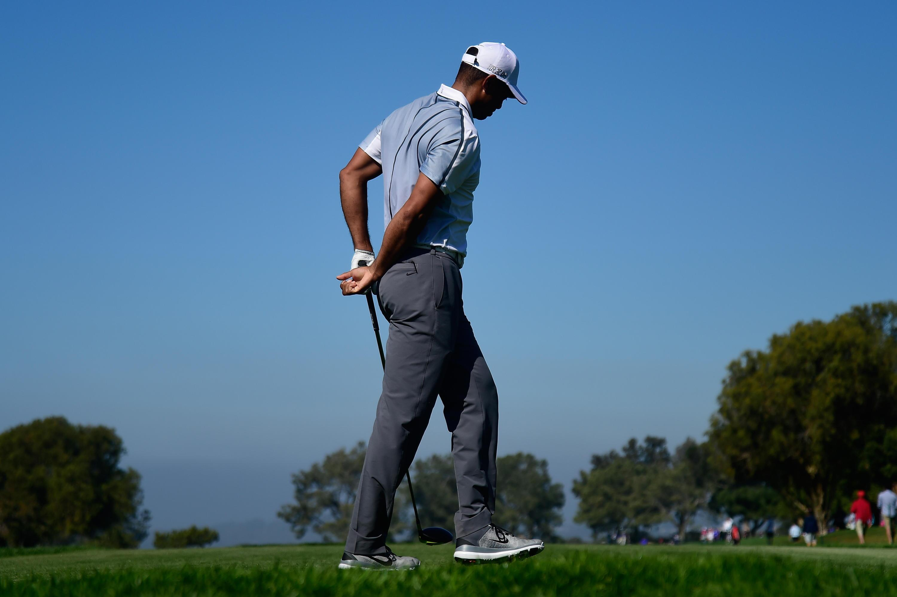 Bild zu Tiger Woods, Farmers Insurance Open, Torrey Pines, La Jolla, Kalifornien, USA, Rücken, Schmerzen