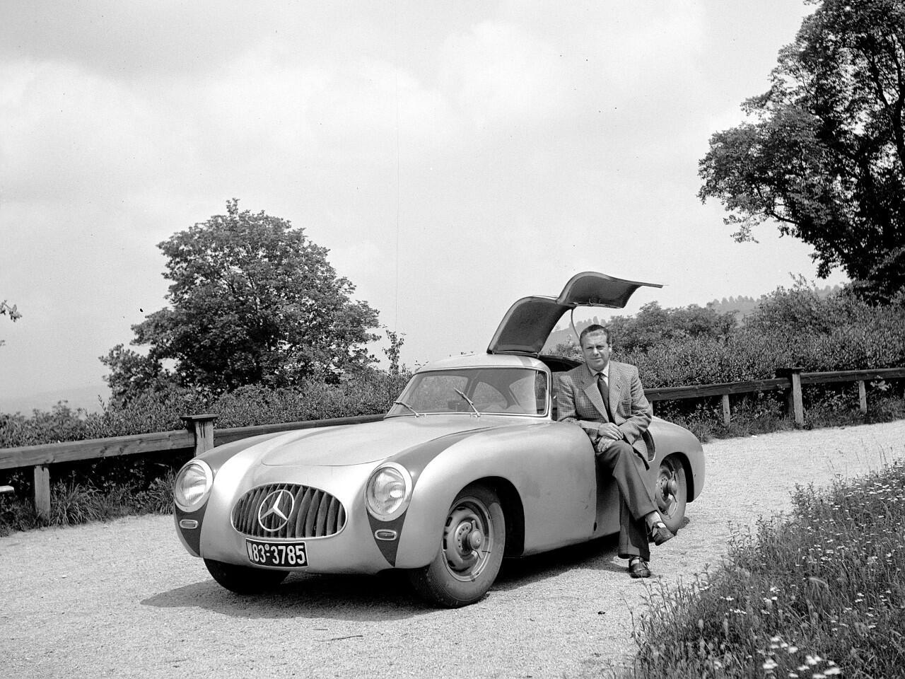 Bild zu Sorgte schon 1954 für Aufsehen: Der Flügeltürer Mercedes 300 SL