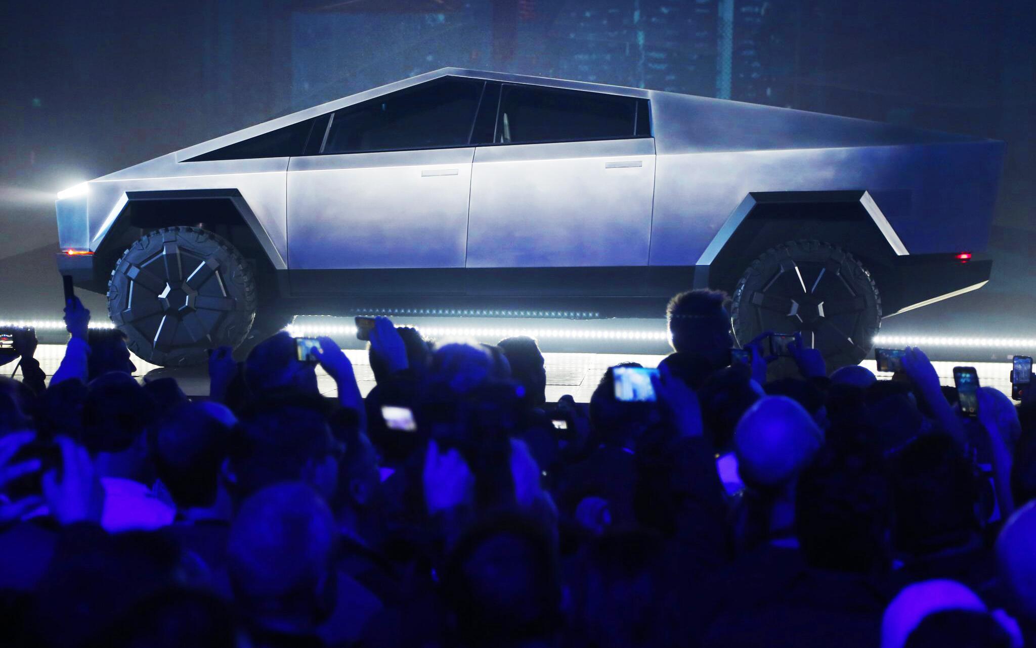 Bild zu Tesla zeigt futuristischen Elektro-Pickup