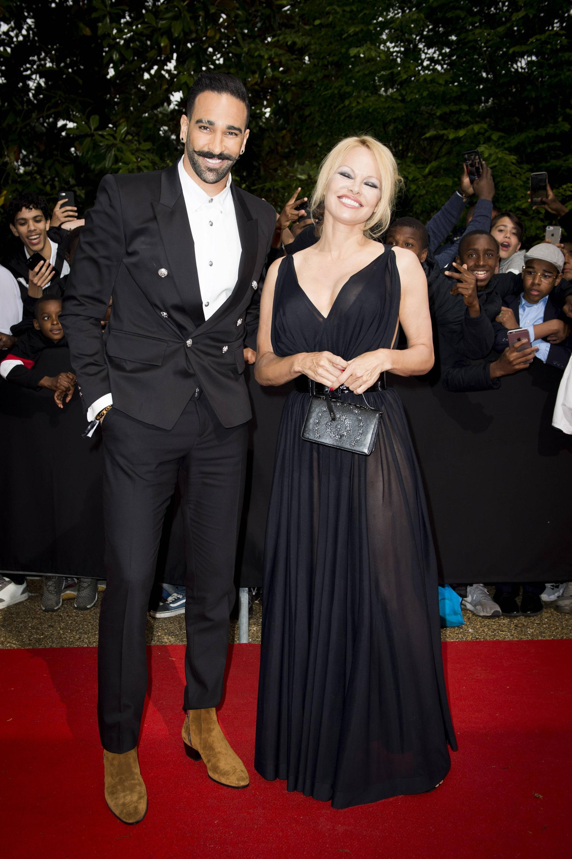 Bild zu Pamela Anderson und Adil Rami
