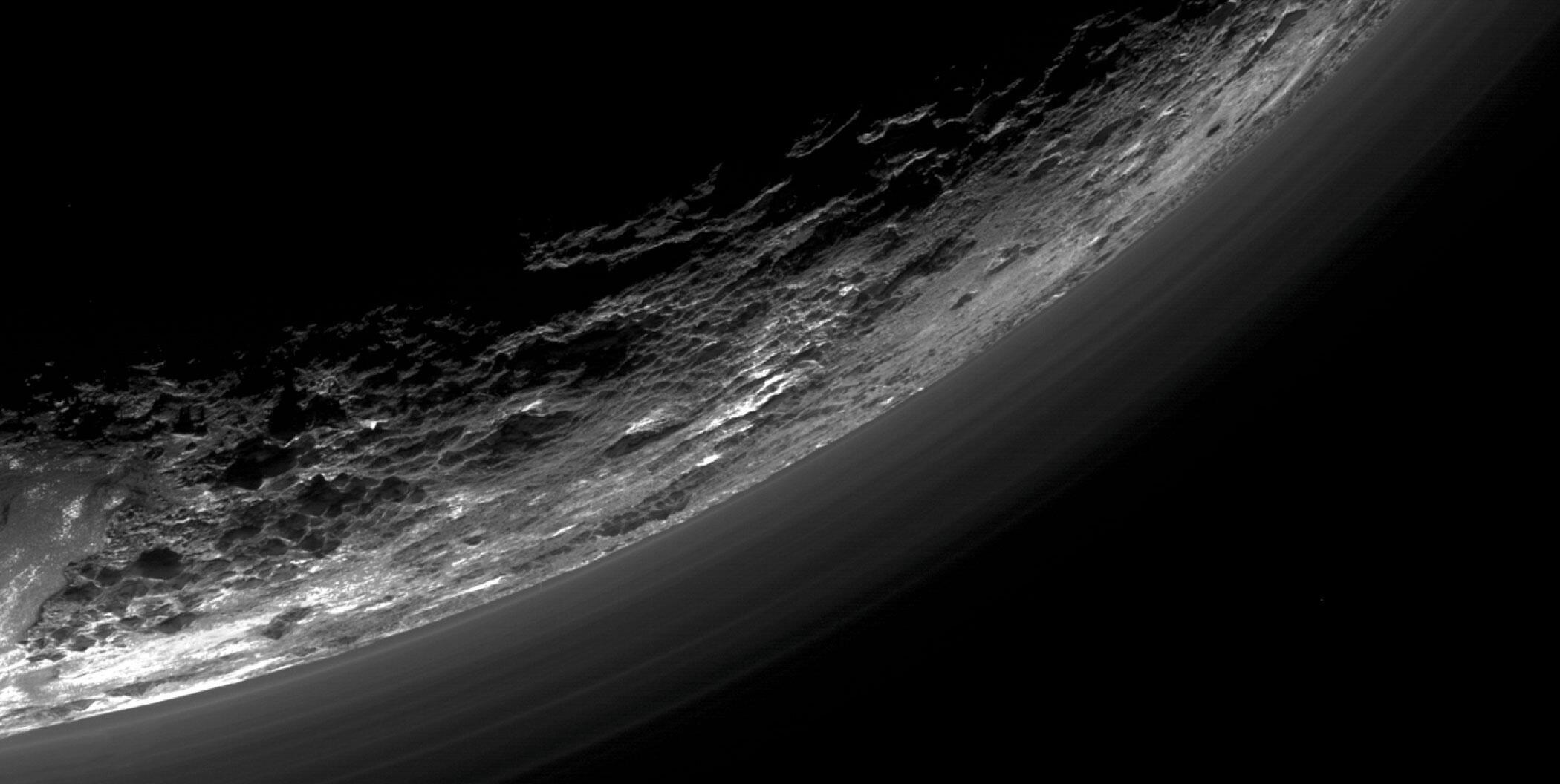 Bild zu Pluto Dunstschicht