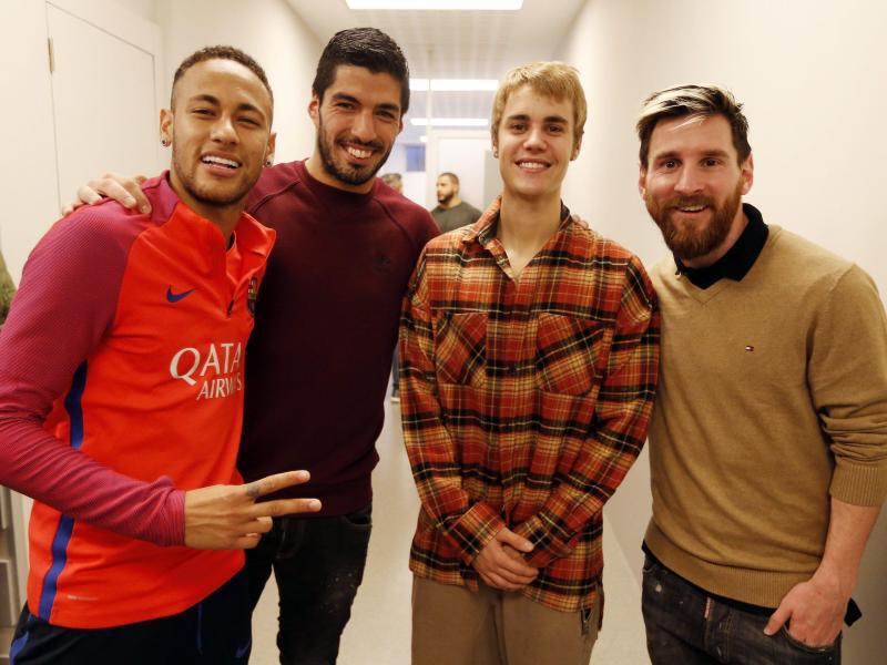 Bild zu Justin Bieber beim FC Barcelona