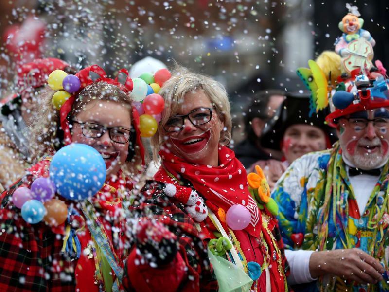 Bild zu Karnevalsauftakt in Köln