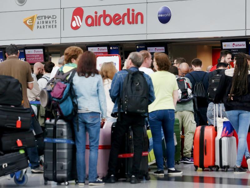 Bild zu Wartende Passagiere