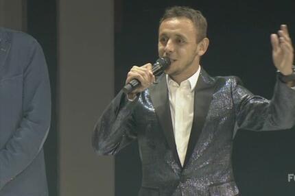 Bayern-Party: Rafinha imitiert Louis Armstrong