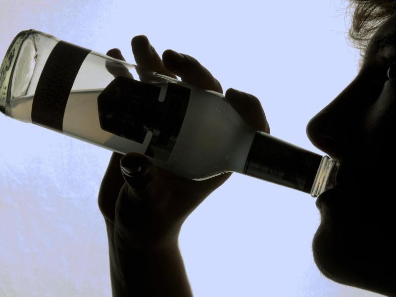 Bild zu Gefahren durch Alkoholkonsum