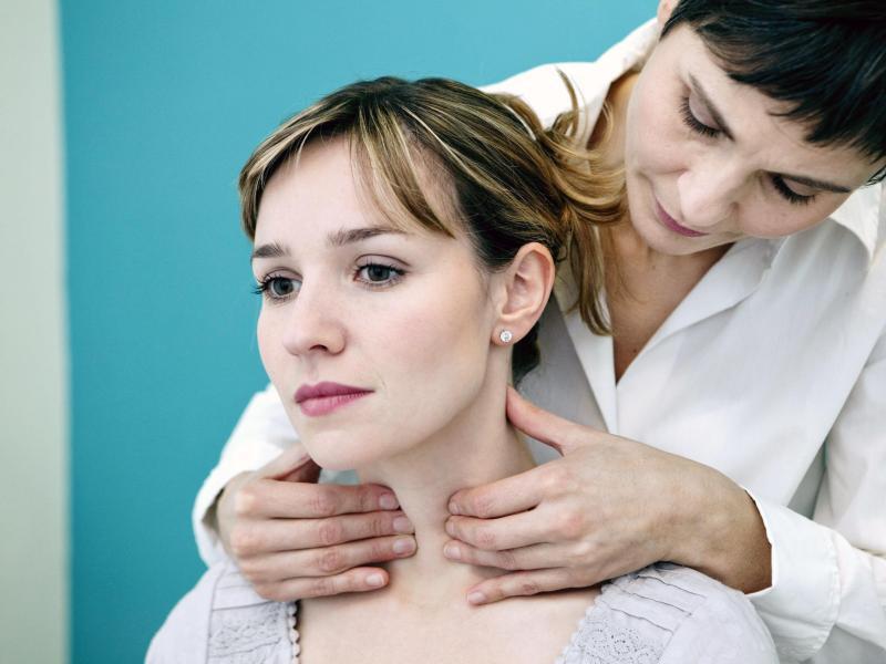 Die Vitamine ins Haar a je einzumassieren