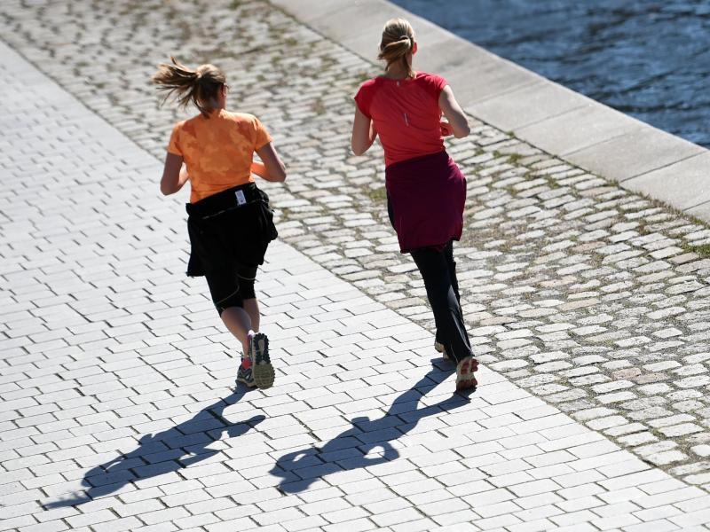 Bild zu Joggerinnen