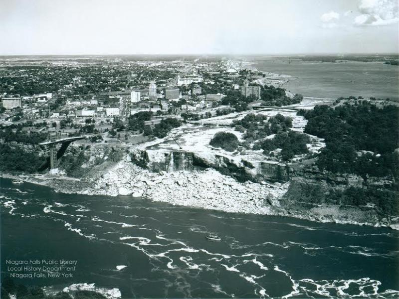 Bild zu Niagarafälle ohne Wasser