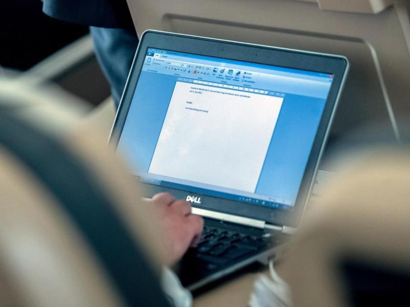 Bild zu Laptop im Flugzeug