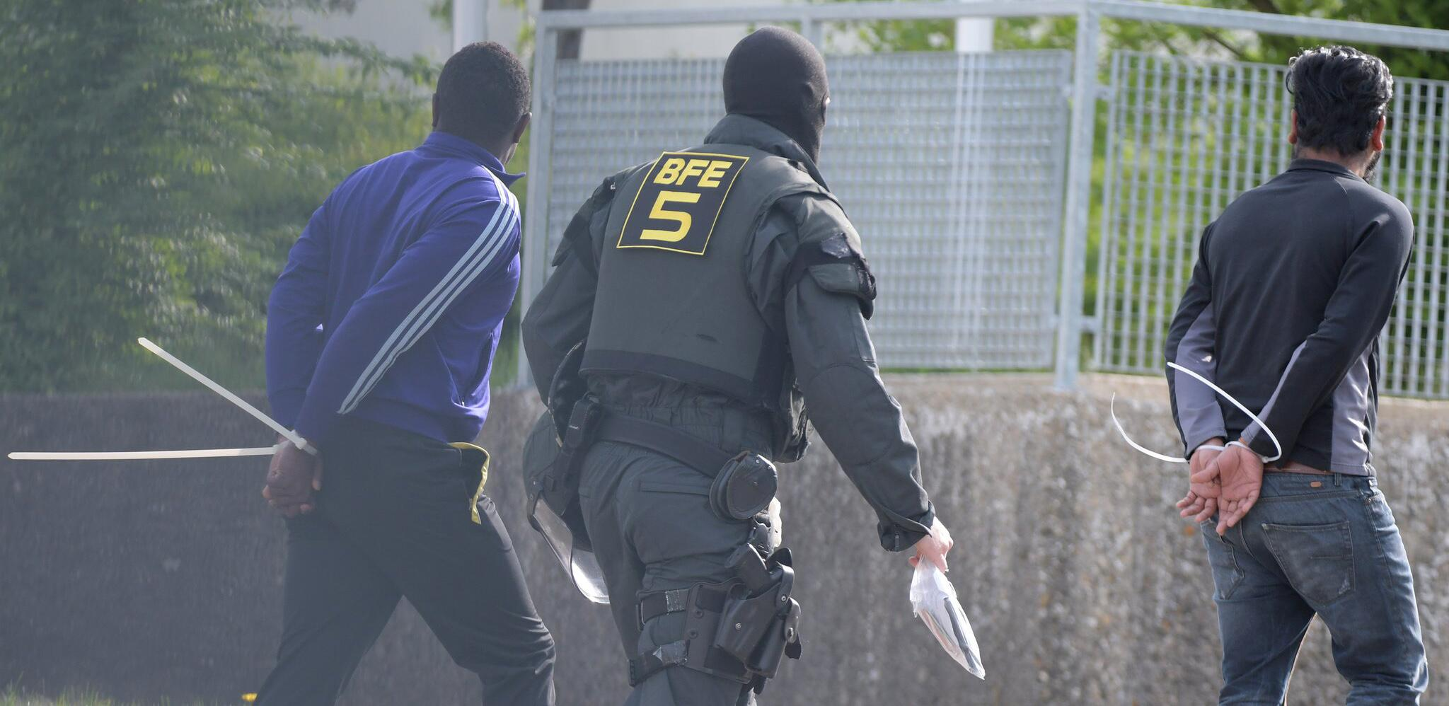 Bild zu Police operation at refugee centre in Germany