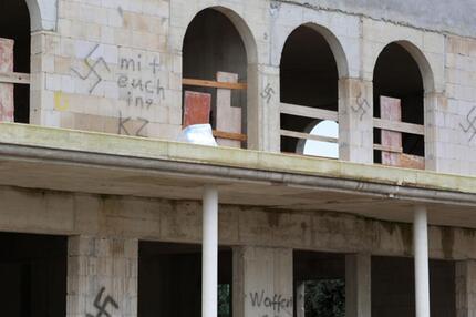 Hakenkreuze am Moschee-Neubau