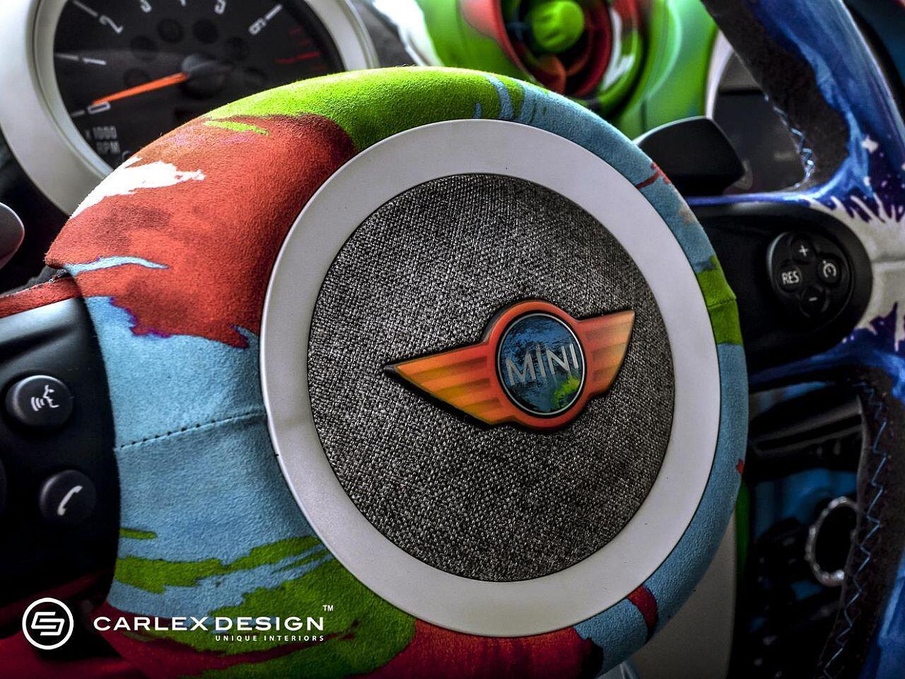 Bild zu Selbst das kleine Mini-Emblem auf dem Lenkrad kommt nun bunt daher