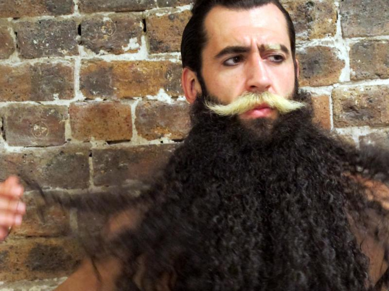 Bild zu Bart-Verlängerung