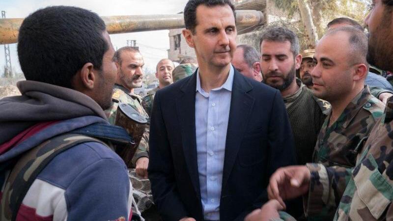 Assad besucht Truppen