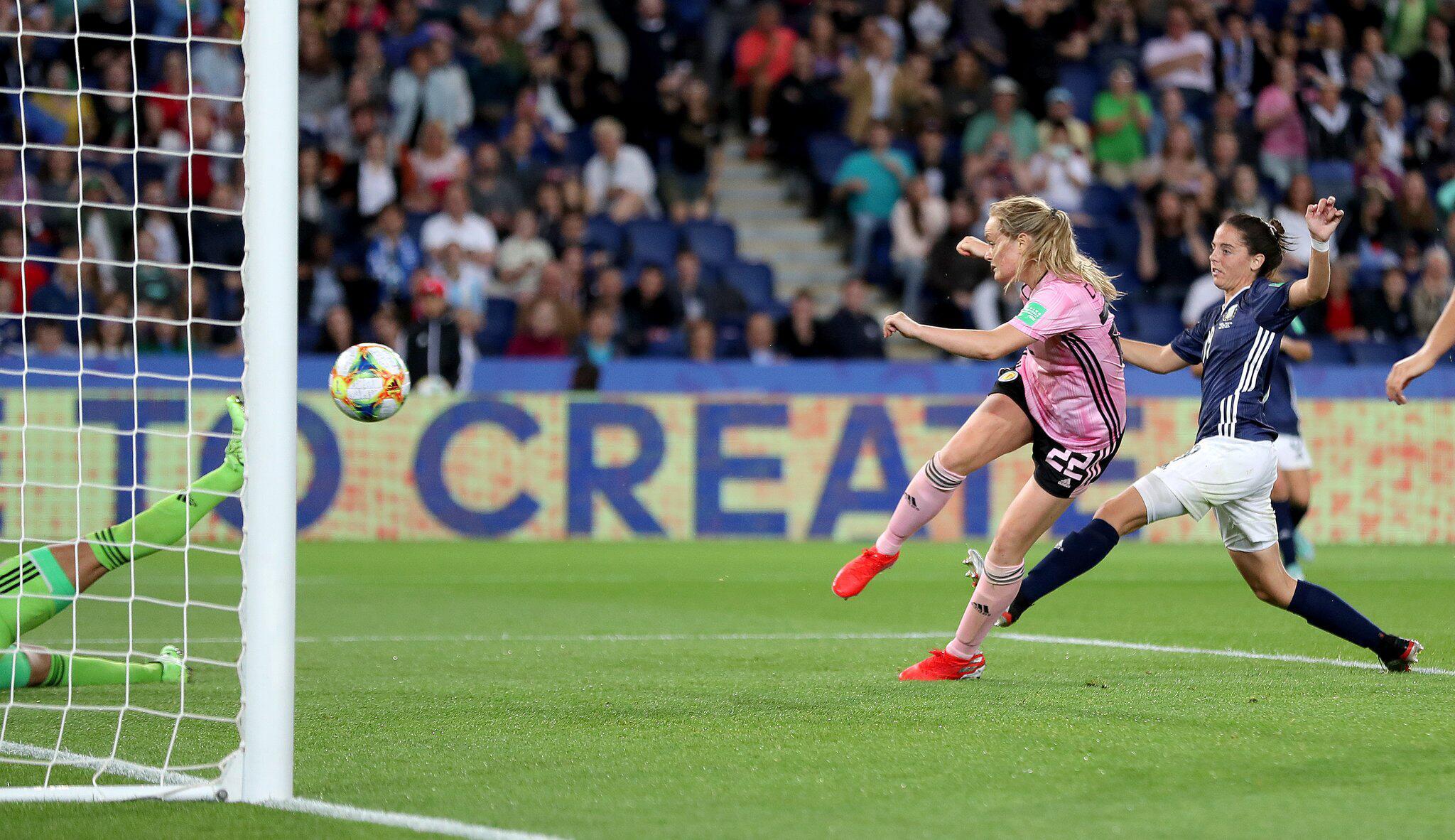 Bild zu Frauenfußball-WM - Schottland - Argentinien