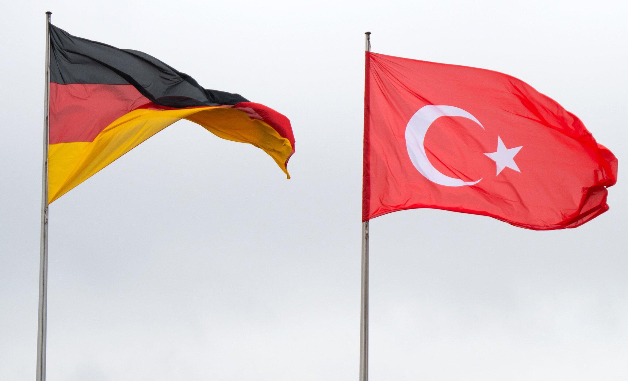 Bild zu Türkische und deutsche Fahnen