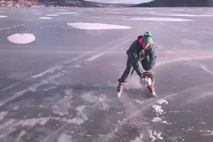 Kettensäge als Antrieb auf dem Eis