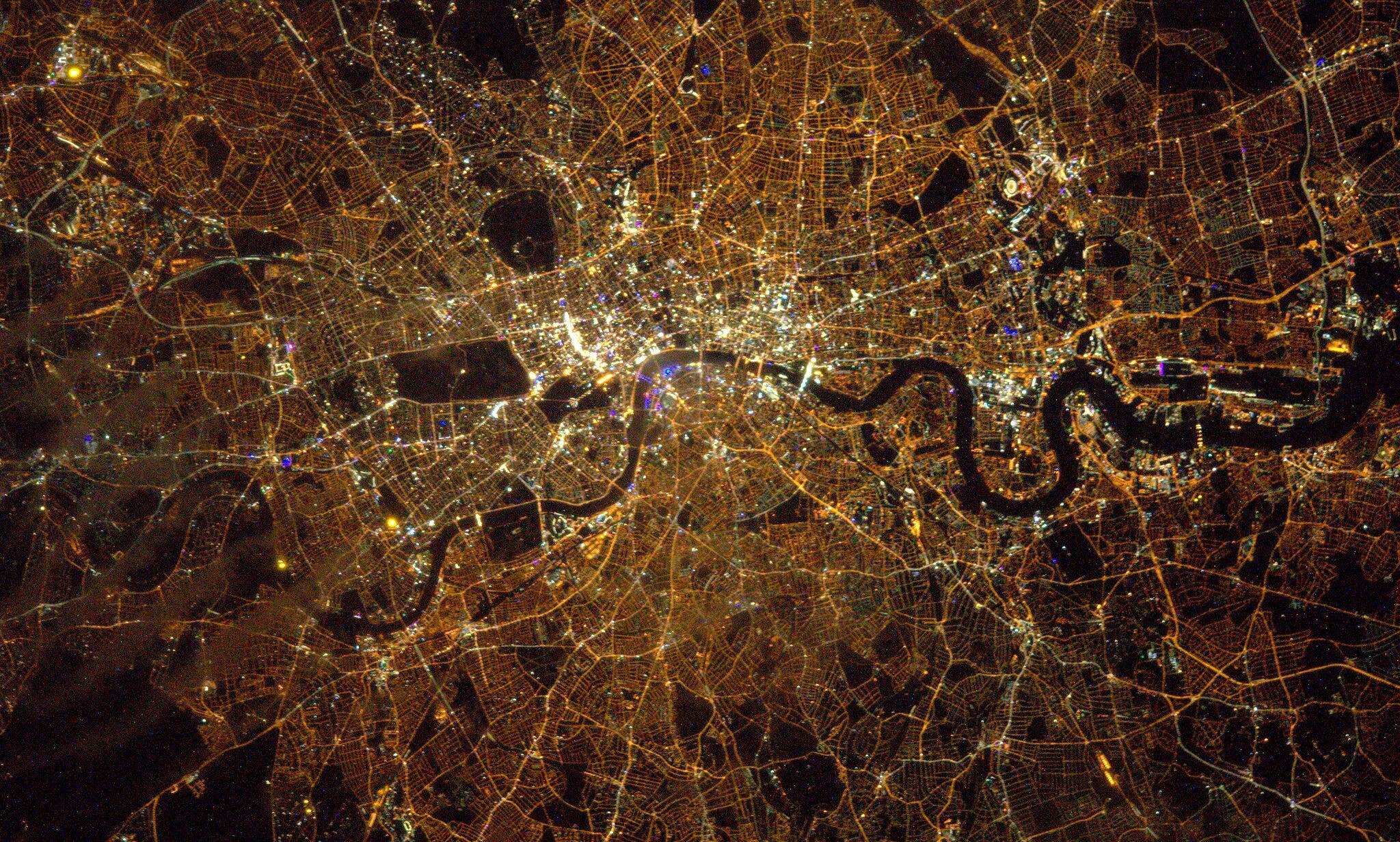 Bild zu London, Nachtleben, Satellit