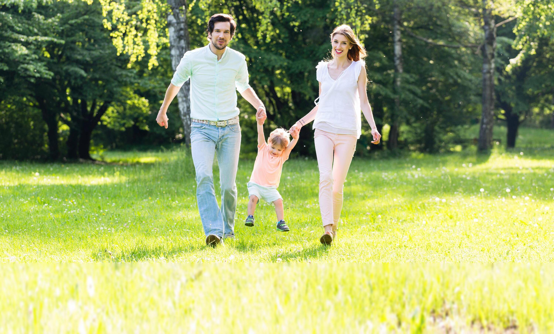 Bild zu Eltern mit Kind