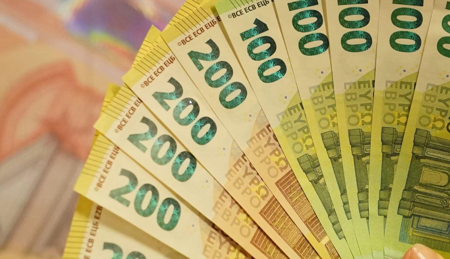 Bild zu Euro, Scheine, 100 Euro, 200 Euro, neues Geld, Umtausch