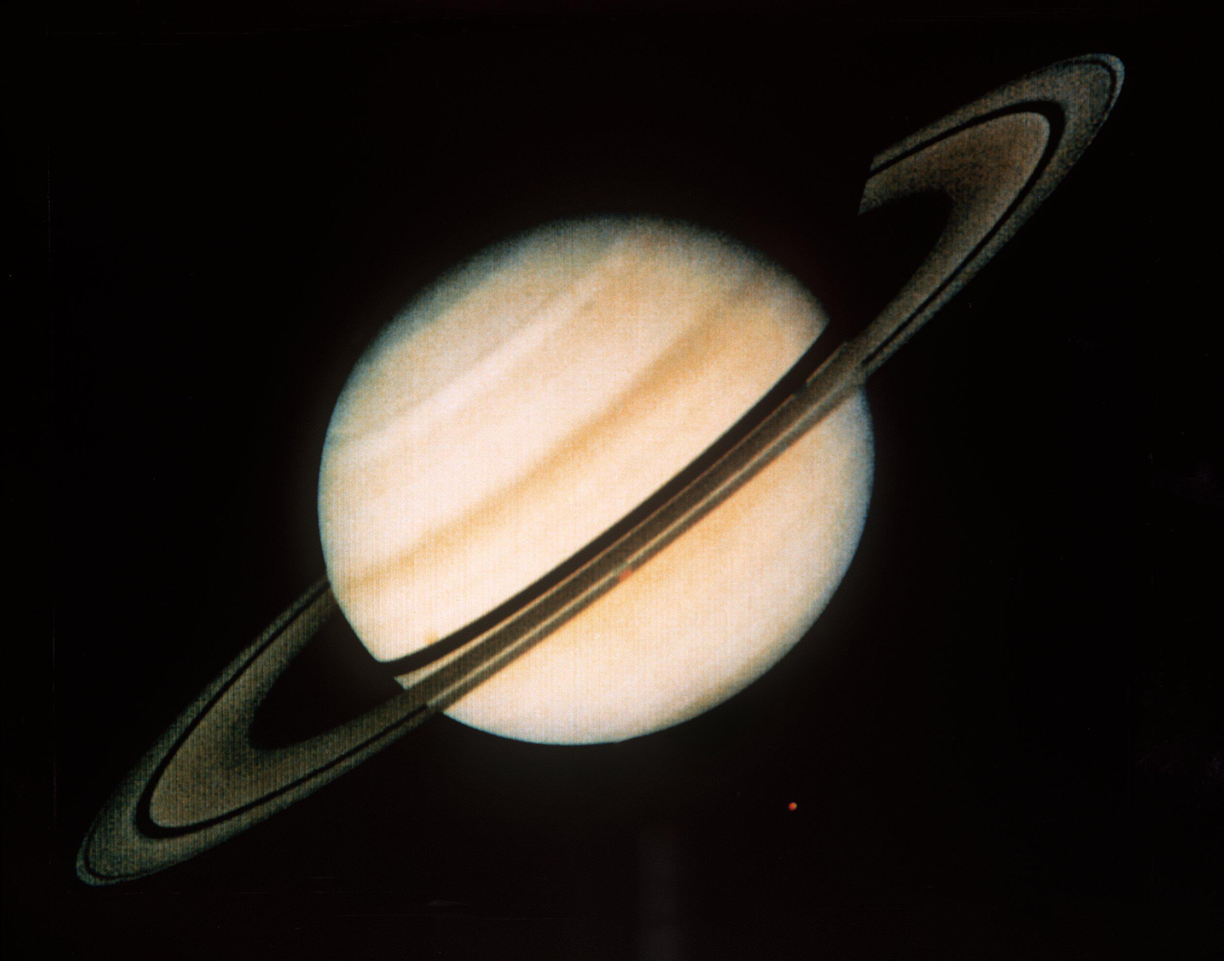 Bild zu Voyager, Saturn, Nasa, Mond