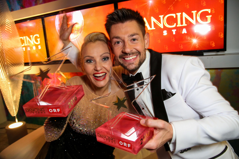 Bild zu Dancing Stars 2016, Sieger, Verena Scheitz und Florian Gschaider
