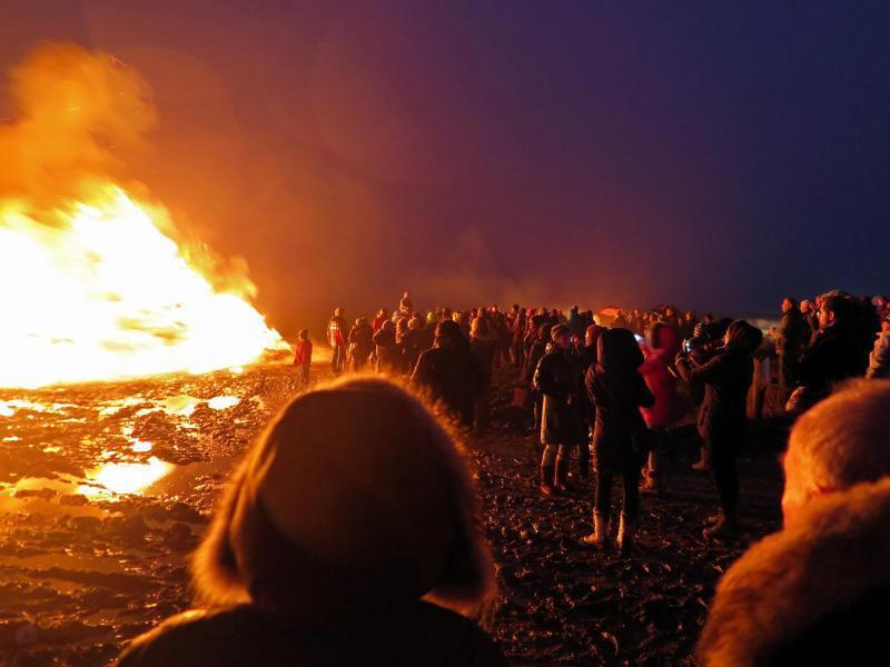 Bild zu Flammen in der Nacht