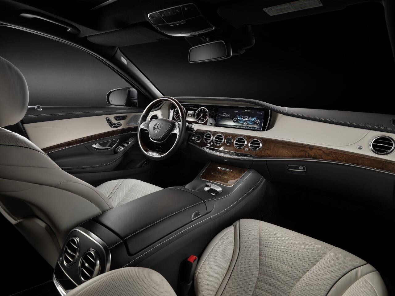 Bild zu Innenreinigung im Auto: Reinigung und Pflege verschiedener Oberflächen