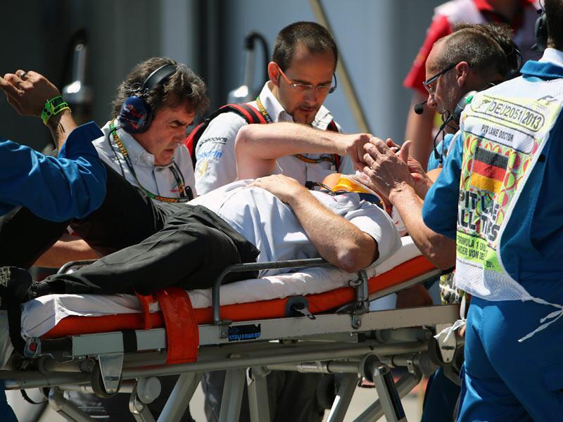 Bild zu Formel 1: Kameramann von Webber-Reifen verletzt