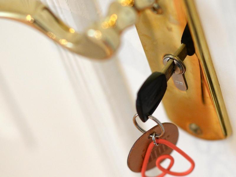 Bild zu Wohnungstür und Schlüssel