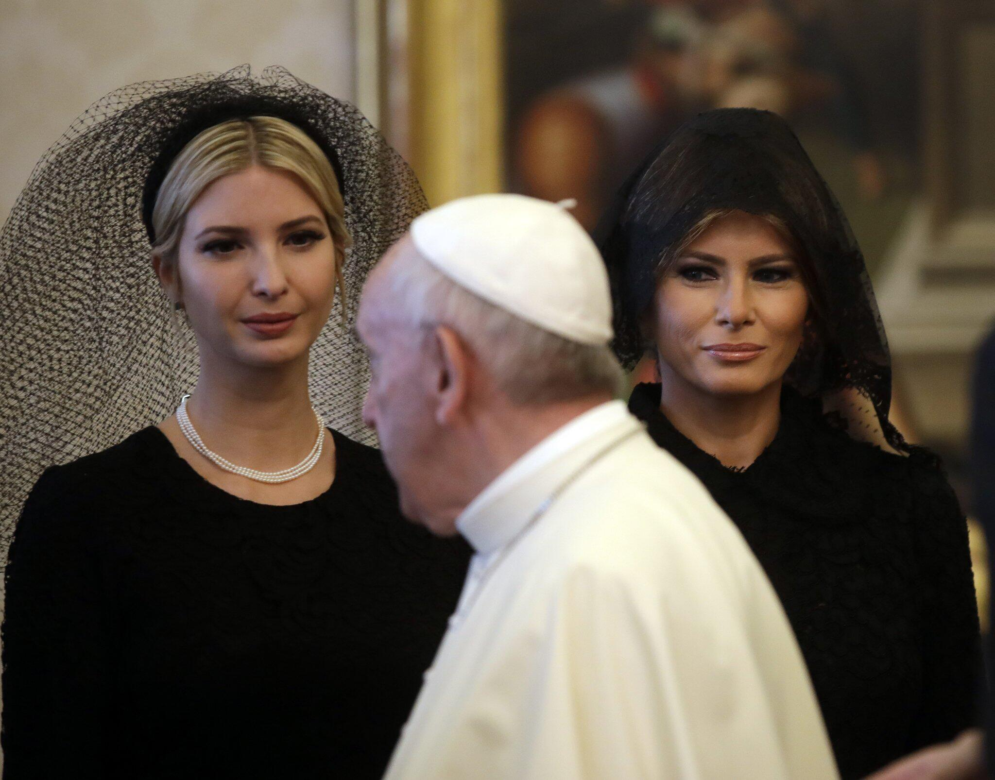 Bild zu Melania Trump, Ivanka Trump, Papst Franziskus