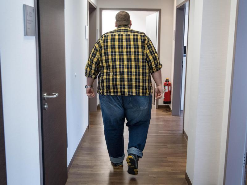 Bild zu Übergewichtiger Mann
