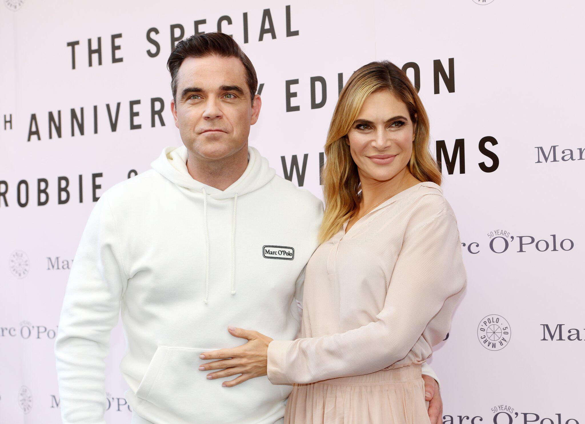 Bild zu Robbie Williams und Ehefrau Ayda
