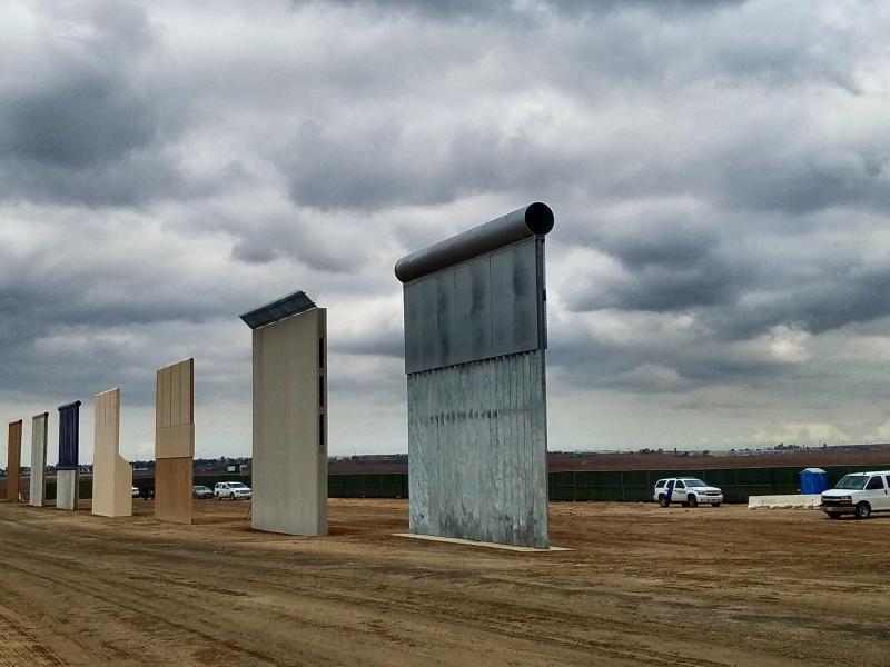 Bild zu Prototypen von Trumps Mauer