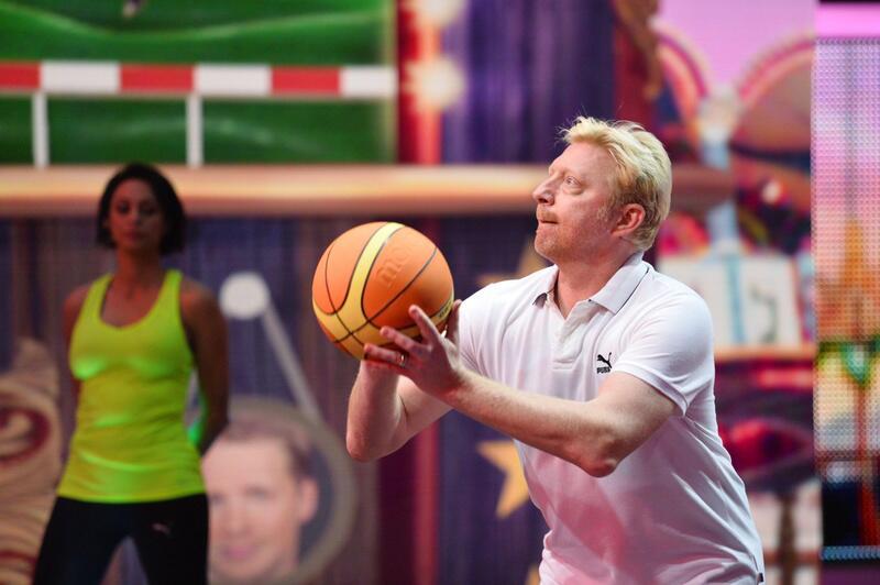 Bild zu Boris Becker spielt Basketball