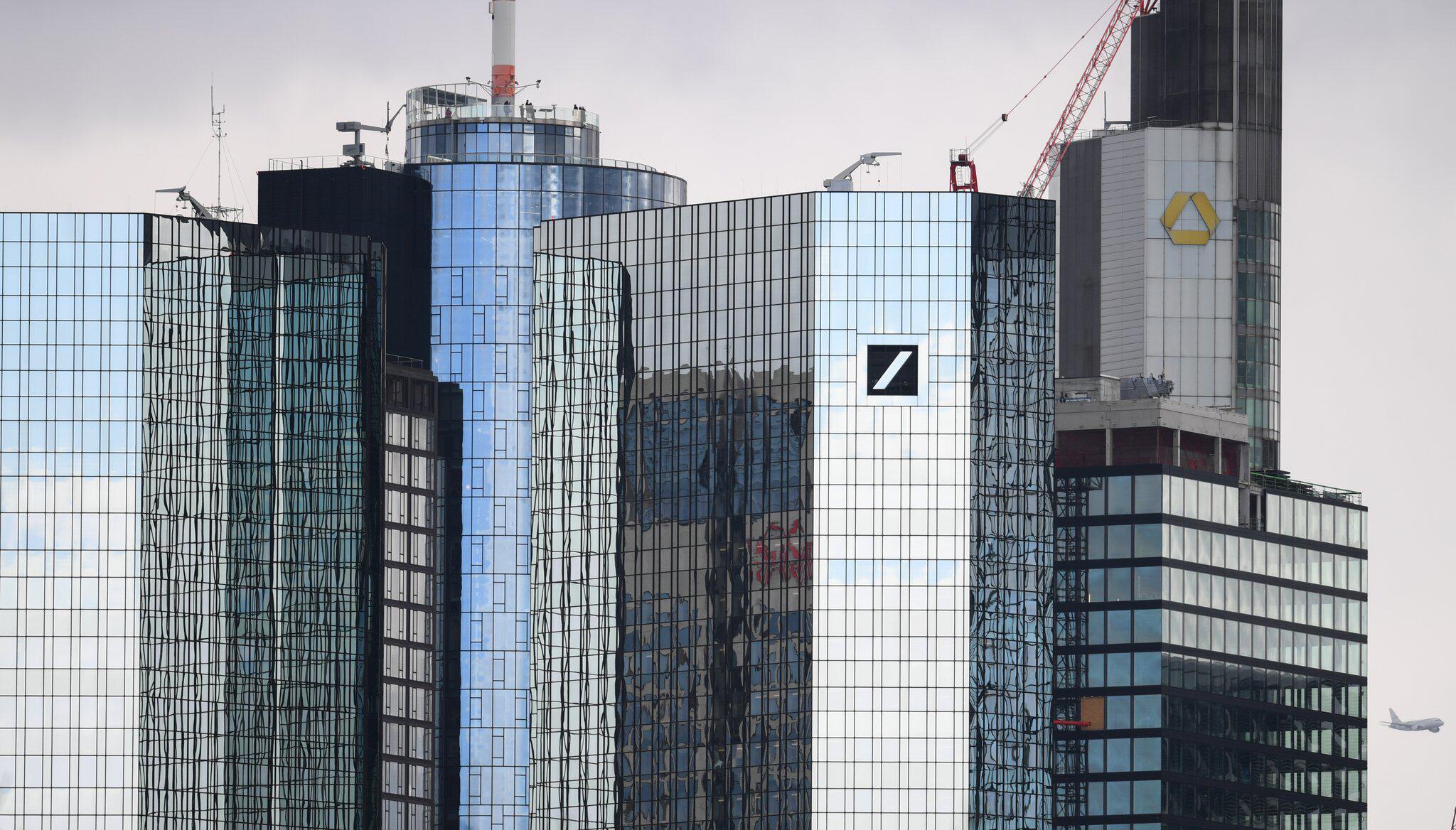 Bild zu Deutsche Bank und Commerzbank verfolgen Fusionspläne nicht weiter
