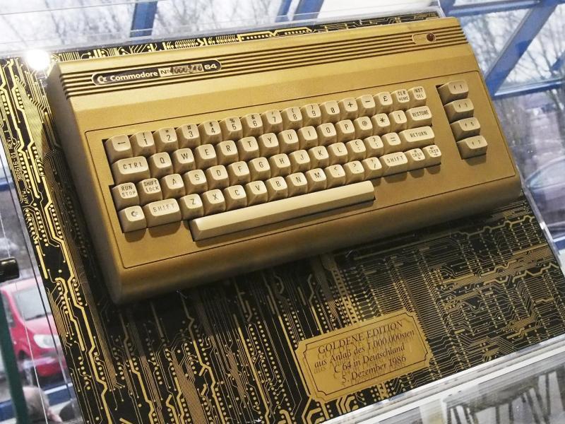 Bild zu Vergoldeter Commodore 64